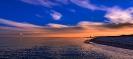Над вечерним теплым морем небо бархатно дышало